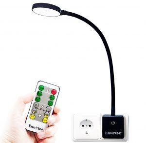 Steckdosenlampe mit Fernbedienung | Licht ganz einfach und flexibel - Eine Nahaufnahme einer Fernbedienung - Licht